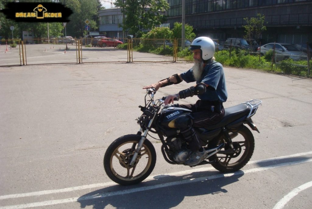 учится вождению мотоцикла никогда не поздно