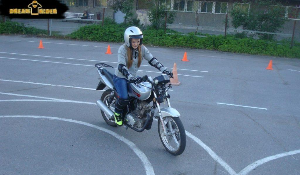 обучение людей без опыта вождения мотоцикла