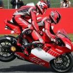 пассажир на мотоцикле